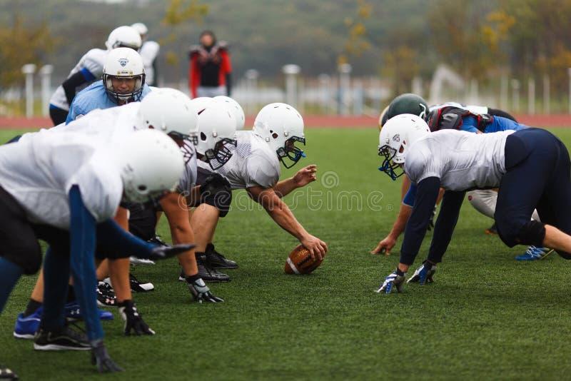 "Primorsky美式足球橄榄球队â⠂¬Å的训练""狂放的Padnyâ⠂¬Â  免版税库存照片"