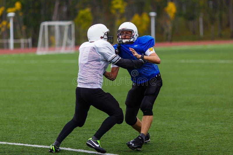 """Primorsky美式足球橄榄球队""""狂放的Padny""""的训练 库存照片"""