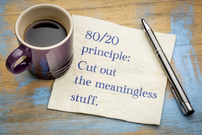 80-20 princípio: corte o material sem sentido fotos de stock