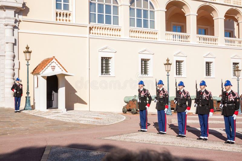 Prince's pałac Monaco podczas odmieniania strażnik zdjęcia royalty free