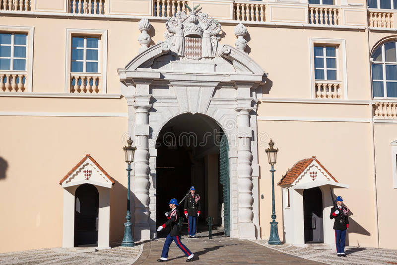 Prince'spaleis van Monaco tijdens het Veranderen van de Wacht stock afbeelding