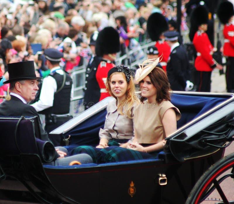 Prince Andrew avec princesse Beatrice et princesse Eugenie photo libre de droits