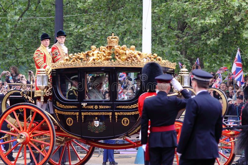 Prince Charles et Camilla au mariage royal 2011 photo stock