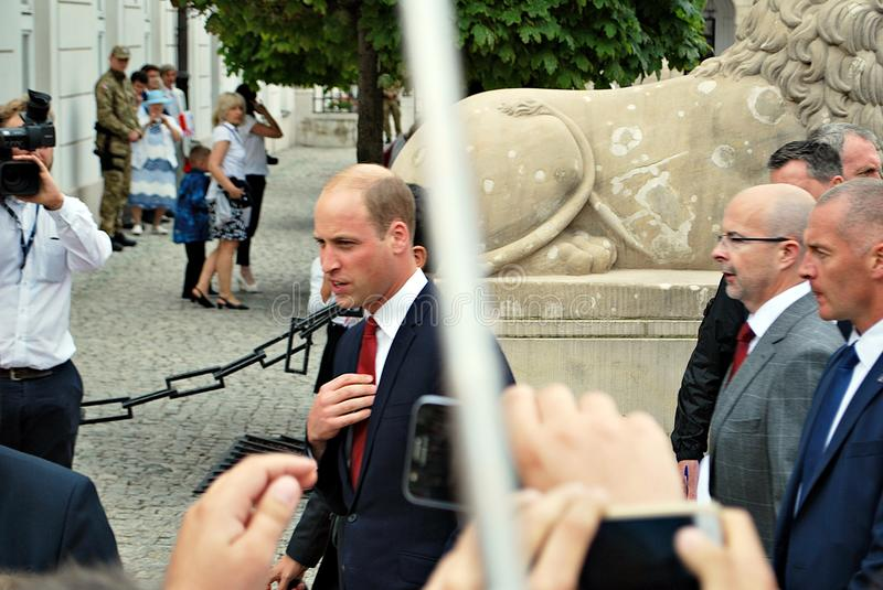 Prince William parmi les foules à Varsovie image libre de droits