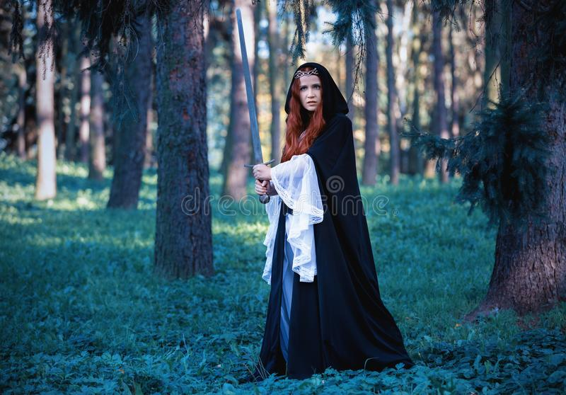 Princesa antigua con la espada foto de archivo
