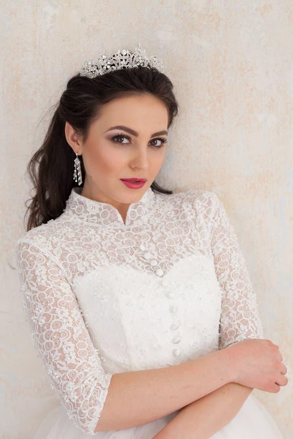 Princesa Bride no vestido de casamento branco no casamento imagens de stock royalty free