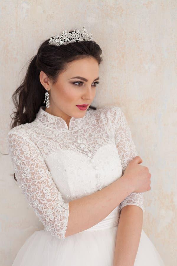 Princesa Bride no vestido de casamento branco no casamento fotos de stock