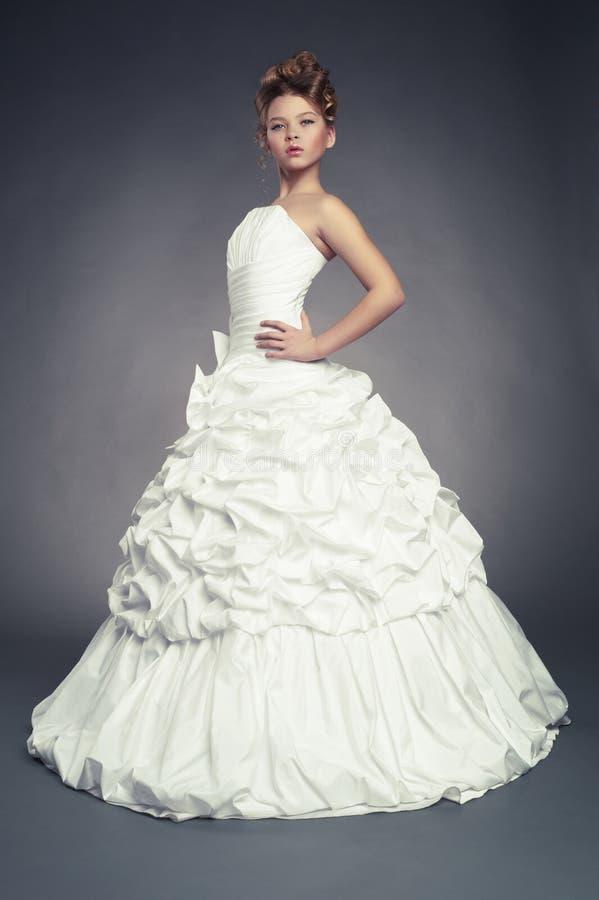 Princesa de la muchacha en el vestido de bola blanco imagen de archivo