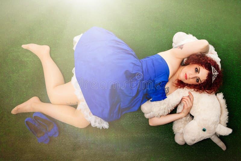 Princesa e unicórnio Moça em um conto de fadas imagem de stock