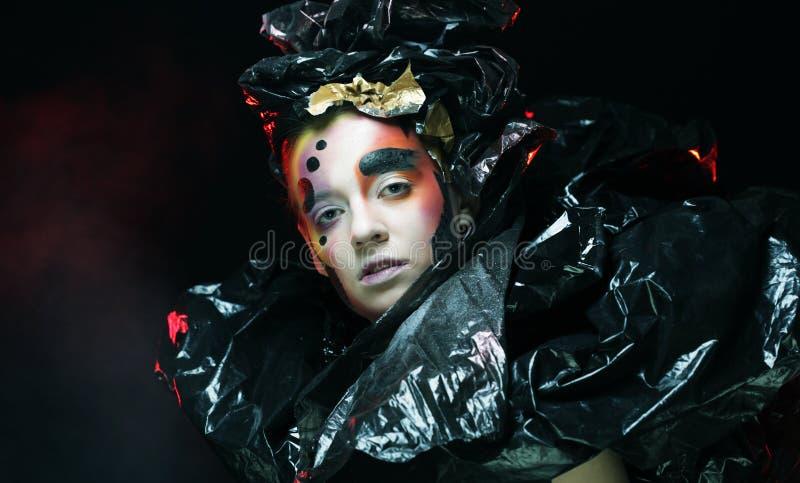 Princesa gótico bonita escura, jovem mulher, partido de Dia das Bruxas fotos de stock