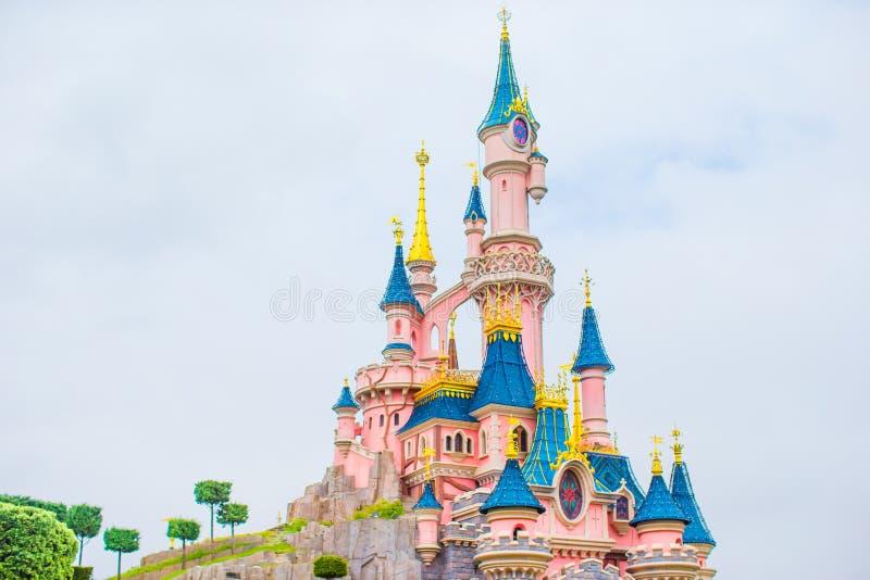 Princesa mágica maravillosa del castillo en Disneyland imagenes de archivo