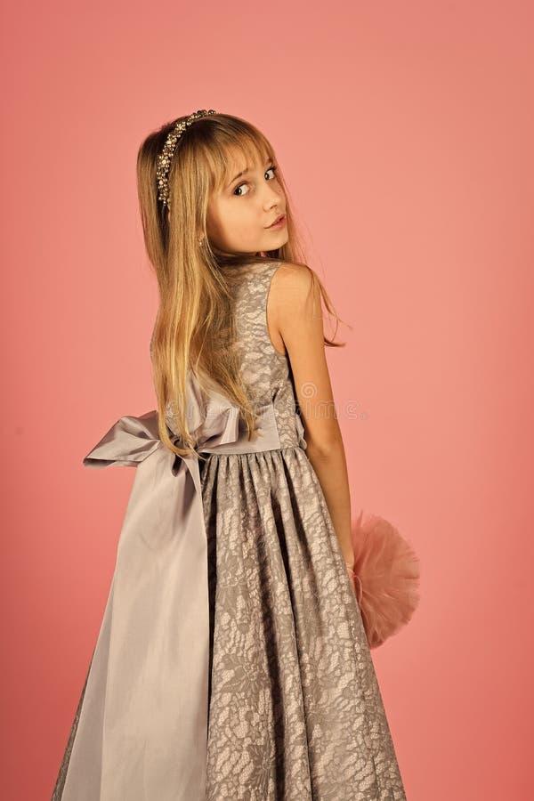 princesa pequena no vestido Menina pequena da princesa imagem de stock