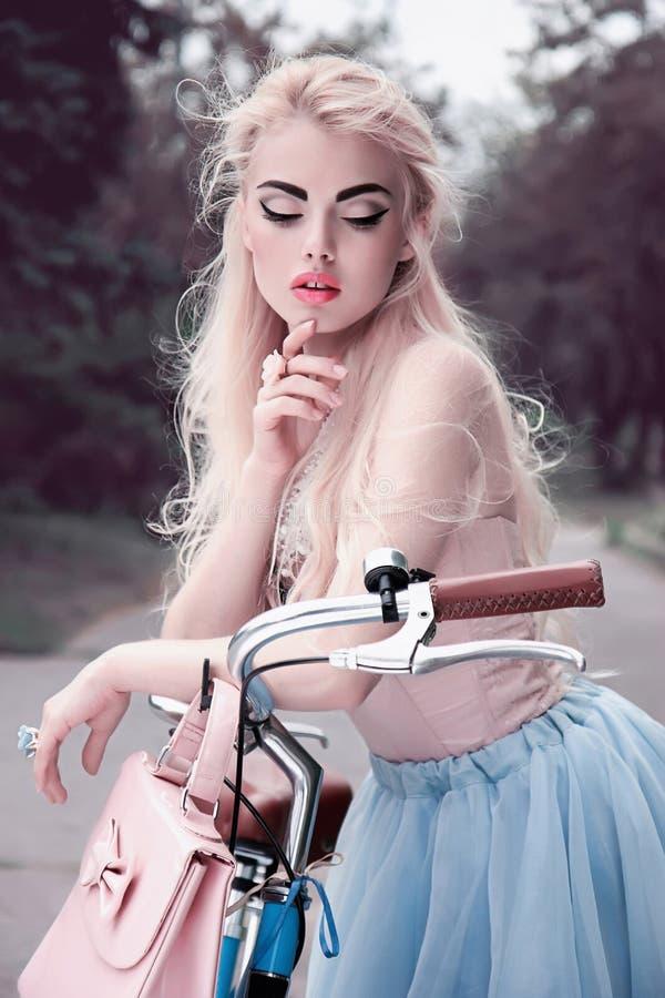 Princesa preciosa de un cuento de hadas imágenes de archivo libres de regalías