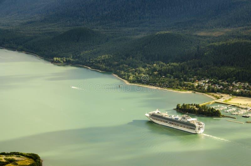 Princess rejsów statku żeglowanie od Juneu Alaska zdjęcia royalty free