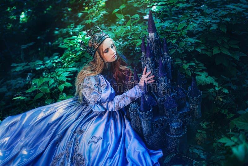 Princess w magicznym lesie obraz royalty free