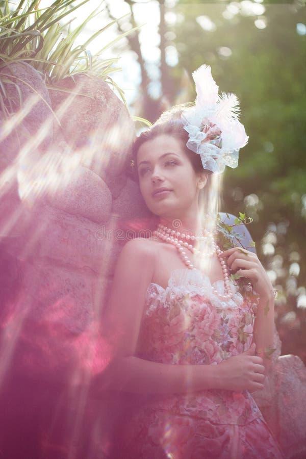 Princesse dans une robe de cru en nature image libre de droits