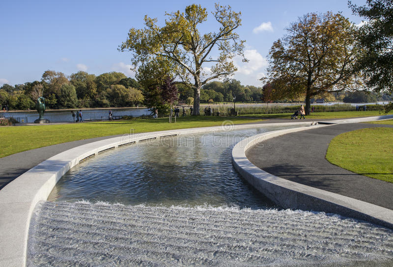 Princesse Diana Memorial Fountain en Hyde Park image libre de droits