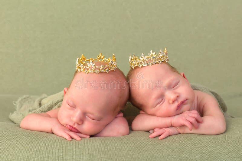 Princesses de jumeau identique photographie stock libre de droits