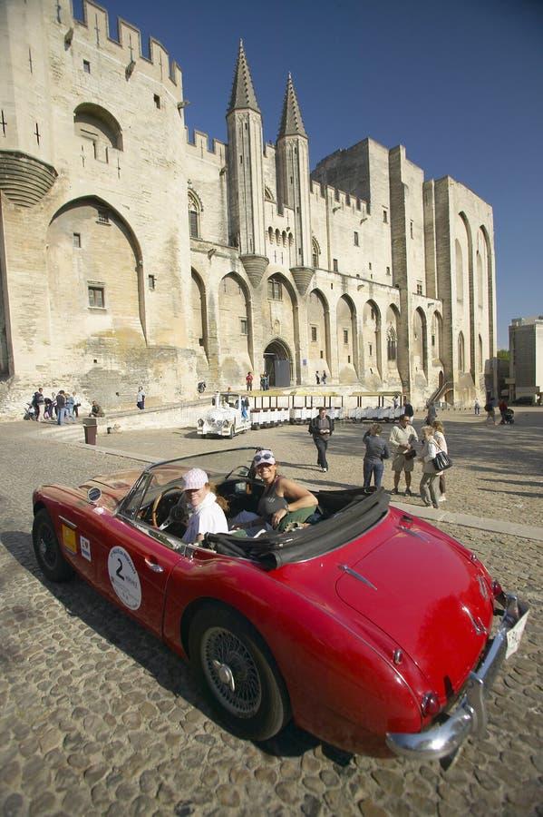 Princesses de Le Rallye des ou rassemblement des princesses, Sylvie Tellier, Mlle France 2002 avec Anne Curtat dans leur Alpha Ro photo stock