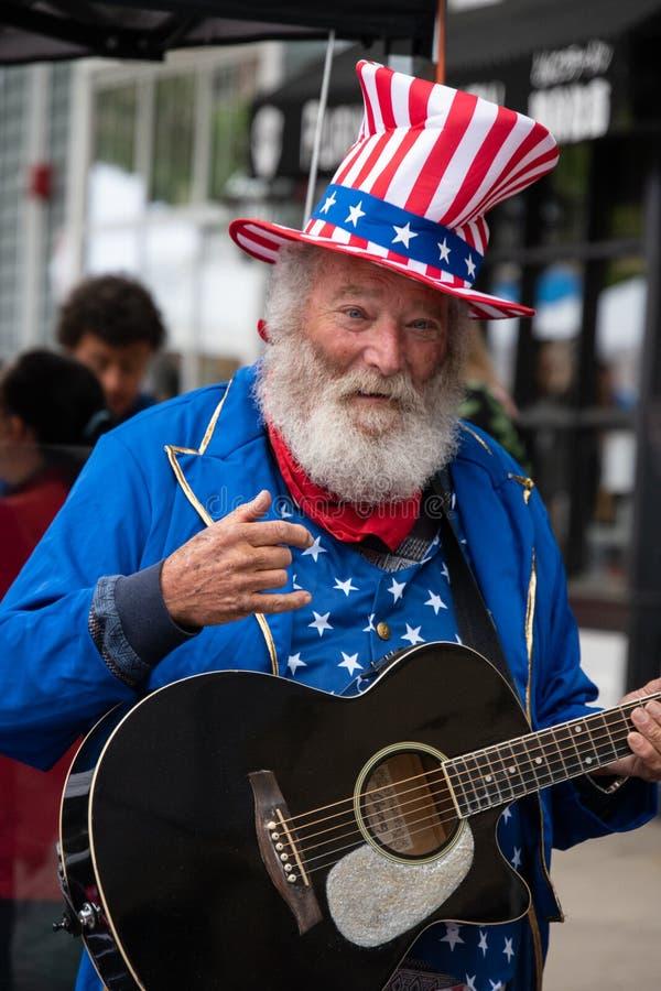 Princeton, New Jersey - 28 avril 2019 : Ce vieil homme de vieillard avec les cheveux blancs, la barbe et la moustache a été habil photos stock