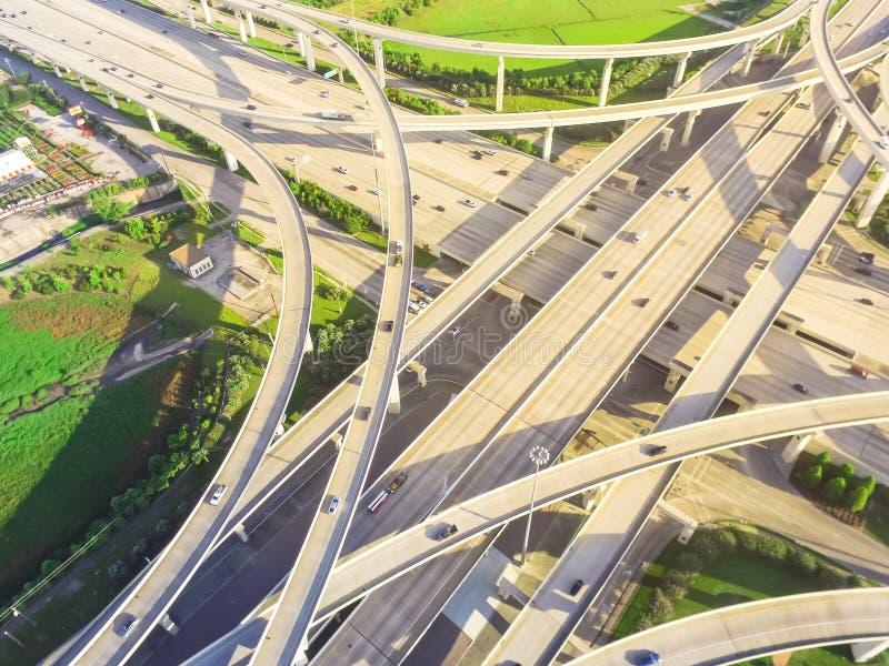 Principal quatre-vingt-dix autoroutes urbaines d'échange de pile de vue de degré à Houston, photographie stock