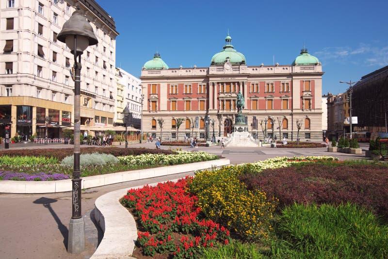 Principe Mihailo Equestrian Statue And National Museumin Belgrado, Serbia fotografia stock libera da diritti