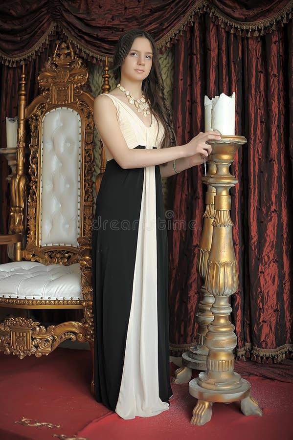Principessa accanto al trono fotografia stock