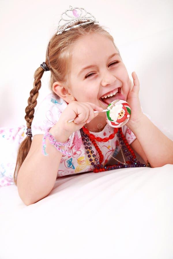 Principessa bella con il lollipop fotografie stock libere da diritti