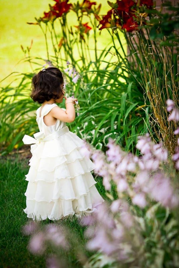 Principessa nel giardino immagini stock