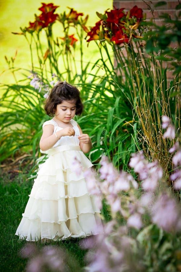 Principessa nel giardino immagini stock libere da diritti