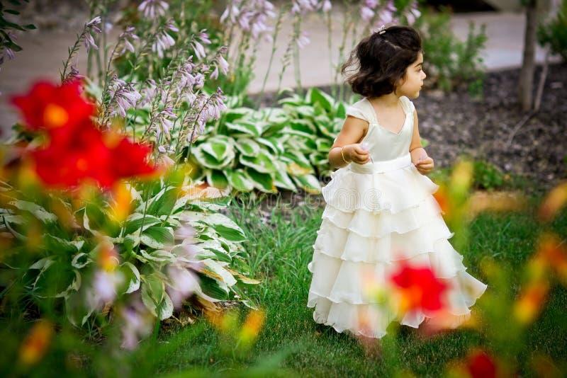 Principessa nel giardino immagine stock libera da diritti