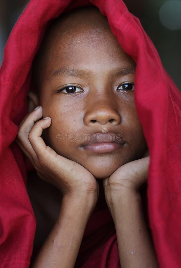 Principiante budista burmese novo em Mandalay, Myanmar imagem de stock