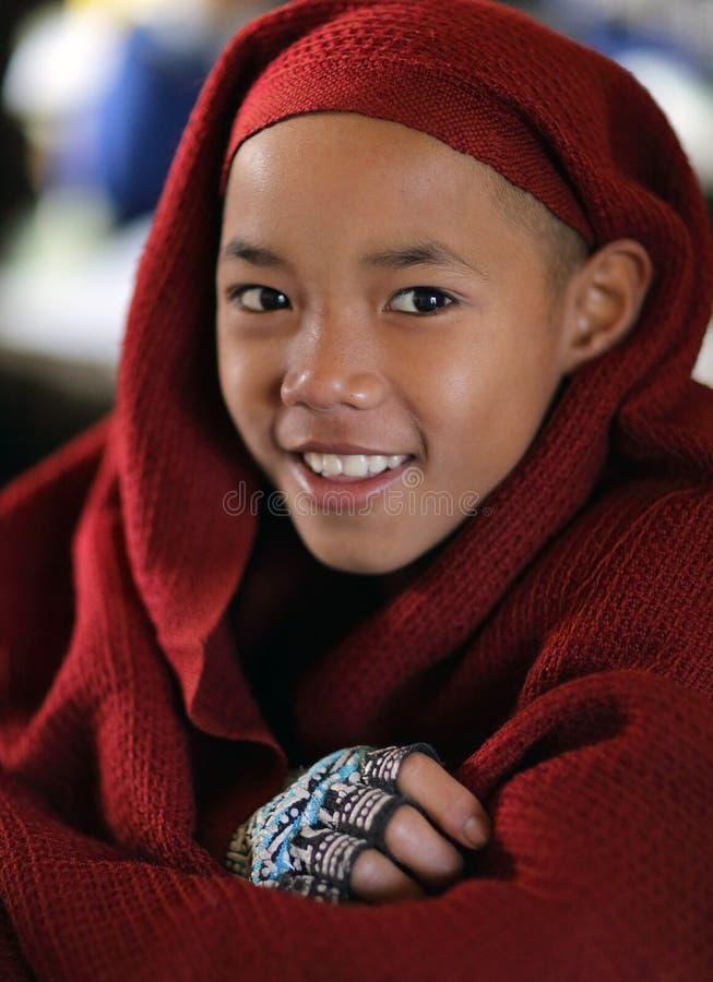 Principiante budista de Smilimg, Myanmar imagem de stock