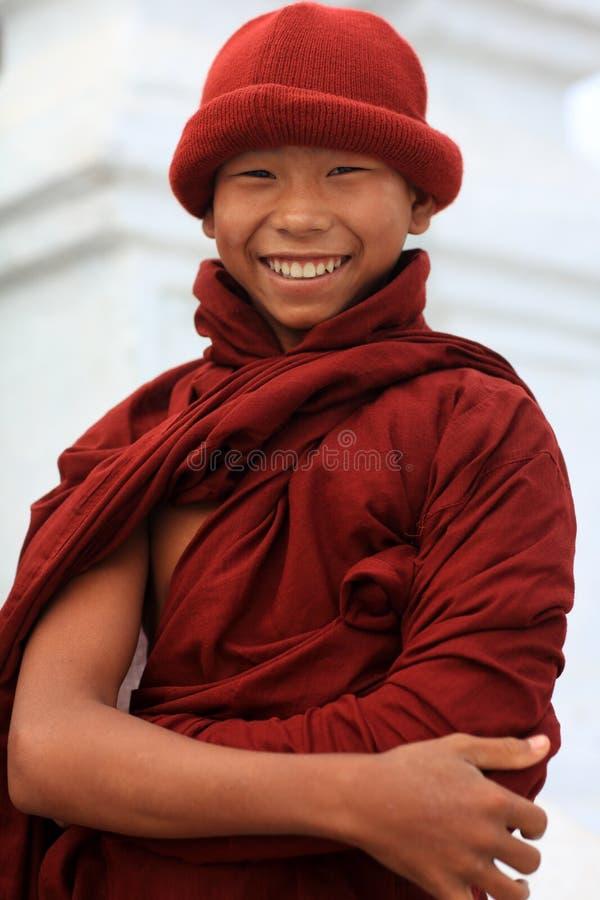 Principiante budista de sorriso imagens de stock