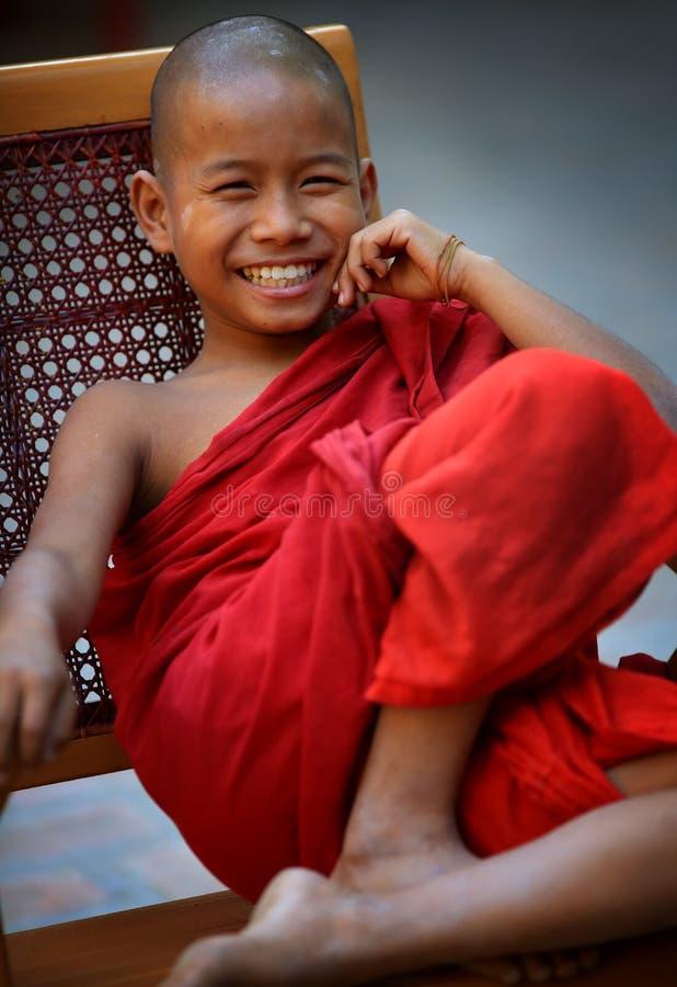 Principiante budista de sorriso fotografia de stock