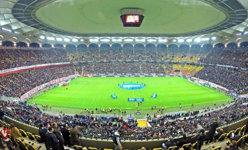 Principio de un partido de fútbol entre Dinamo y Steaua Bucarest imágenes de archivo libres de regalías
