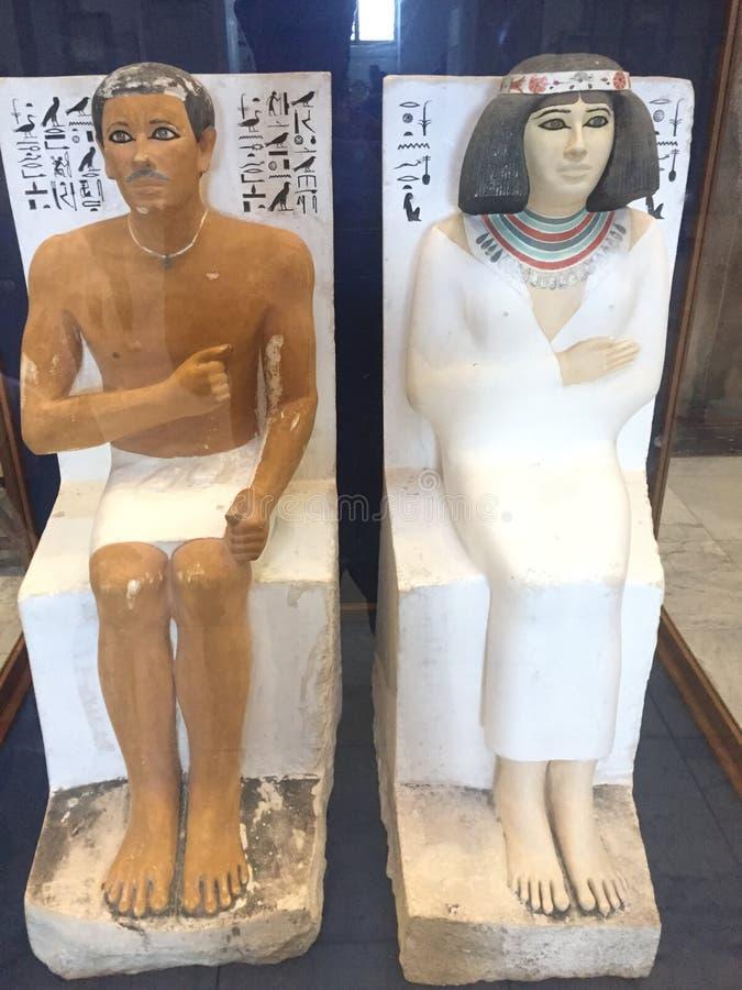 Prins Rahotep en Nofret-Beeldhouwwerk 4de dynastie royalty-vrije stock afbeelding