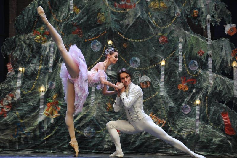 Prinsen till nötknäpparen för Clara bikt-tablå 3-The balett arkivfoto