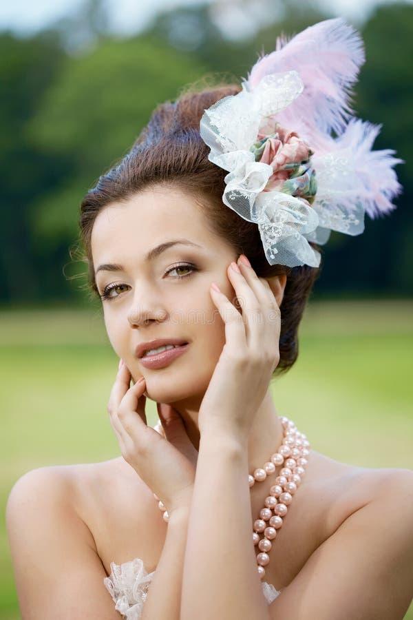 Prinses in een uitstekende kleding in aard royalty-vrije stock foto