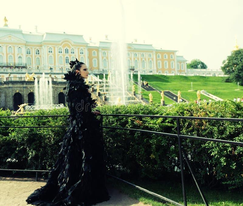 Prinses in het park stock afbeeldingen