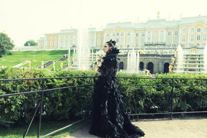 Prinses in het park royalty-vrije stock afbeeldingen