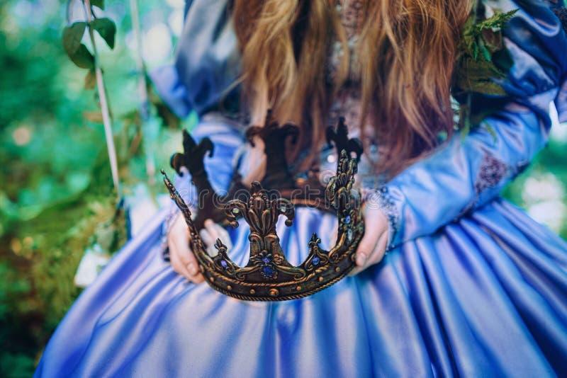 Prinses in magisch bos royalty-vrije stock foto