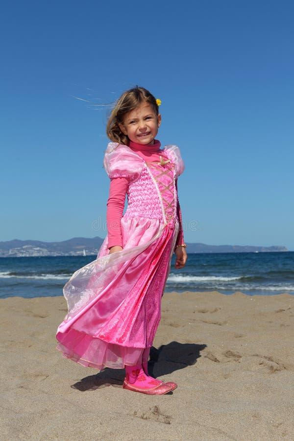 Prinses op een strand stock foto's