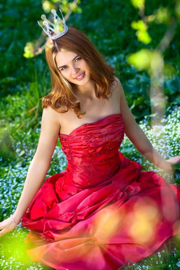 Prinses in rode kleding royalty-vrije stock afbeelding