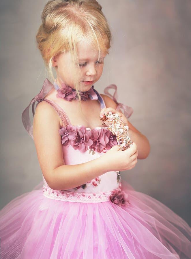 Prinses in roze kleding royalty-vrije stock afbeeldingen