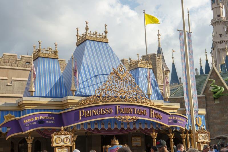 Prinsessa Fairytale Hall, Disney World, lopp, magiskt kungarike royaltyfria bilder