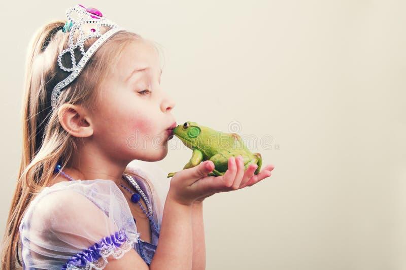 Prinsessa- och grodabegrepp royaltyfria foton