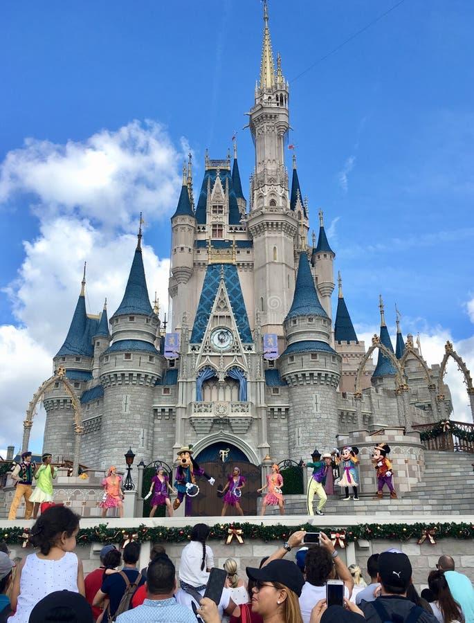 Prinsessan Castle i magiskt kungarike för den Disney världen parkerar, Orlando arkivfoto