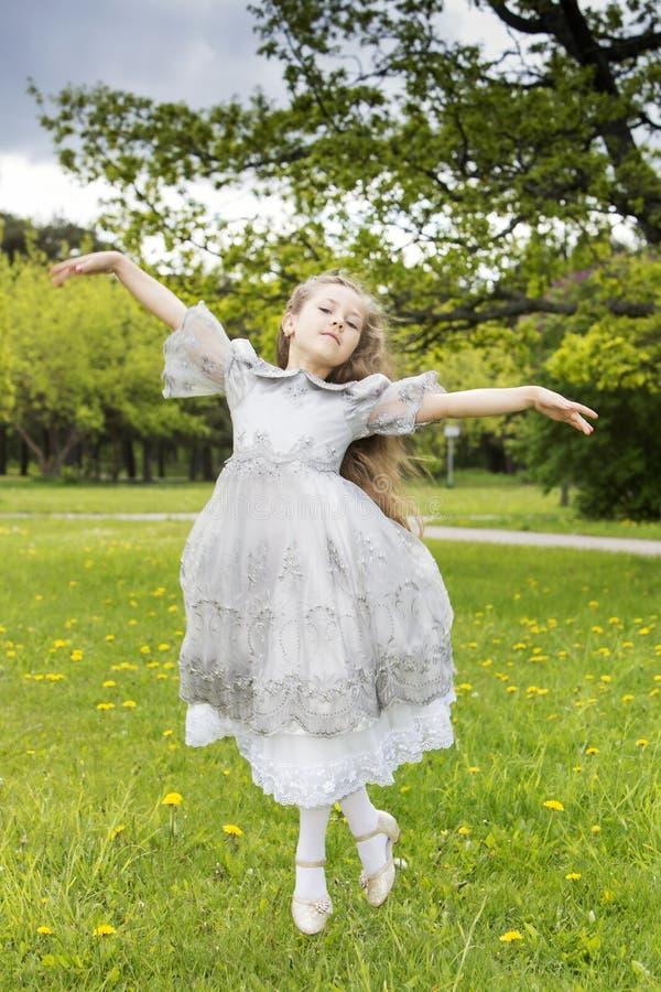 Prinsessor kan också flyga som feer royaltyfria foton