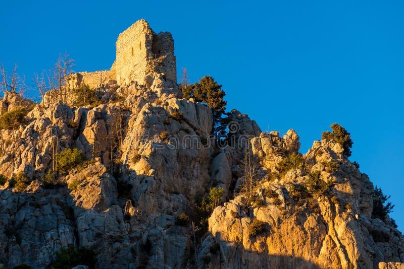 Prinsjohn's toren bij zonsondergang St Hilarion Kasteel Kyrenia Distr royalty-vrije stock foto